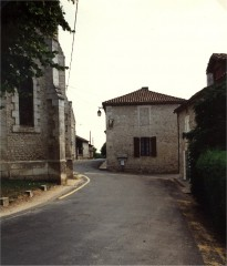 ancienne entrée de l'église fortifiée.jpg