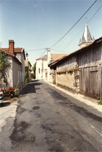 Rue Louis Pergaud côté bourg.jpg